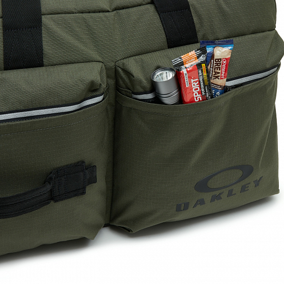 Сумка спортивная OAKLEY UTILITY BIG DUFFLE BAG FW20 от Oakley в интернет магазине www.b-shop.ru - 5 фото